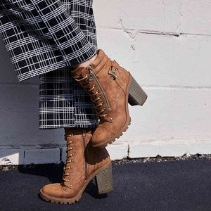 GUESS Jaydyn Combat Lace Up Ankle Boot Booties